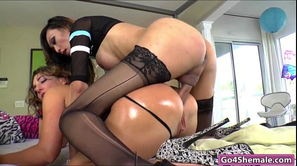 Asian shemale Venus Lux dominates Savannah Fox and cums in her mouth